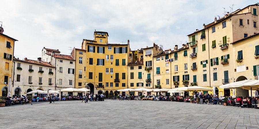 Piazza Anfiteatro (Amphitheatre Square in Lucca)